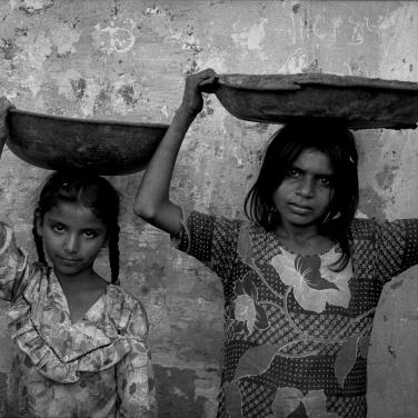 1988: Larkana, Pakistan. Construction workers.