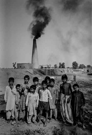 1990: Central Pakistan. Child brick makers. Copyright Robert Gumpert